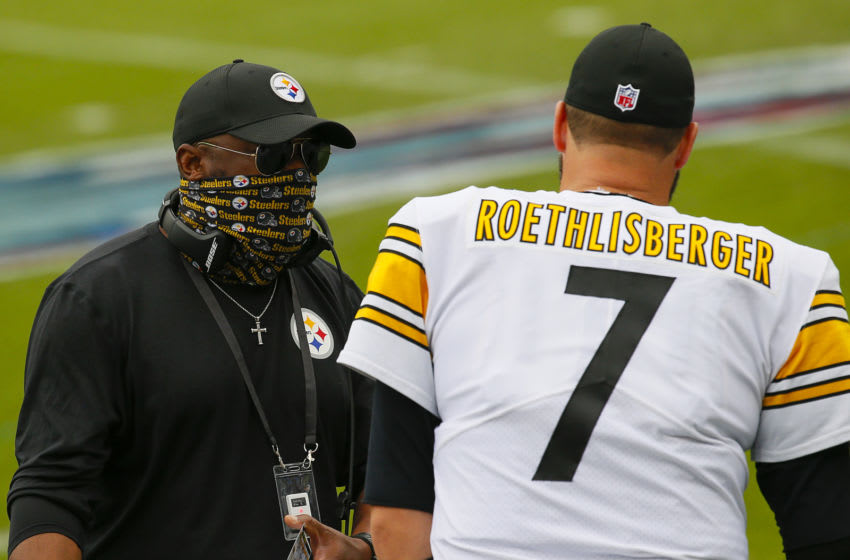 Ben Roethlisberger #7 of the Pittsburgh Steelers speaks to his coach Mike Tomlin. (Photo by Frederick Breedon/Getty Images)