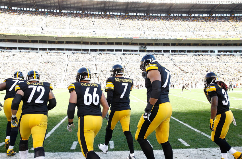 PITTSBURGH, PA - NOVEMBER 15: Ben Roethlisberger #7 and the offensive line of the Pittsburgh Steelers take the field during the 1st quarter of the game against the Cleveland Browns at Heinz Field on November 15, 2015 in Pittsburgh, Pennsylvania. (Photo by Jared Wickerham/Getty Images)