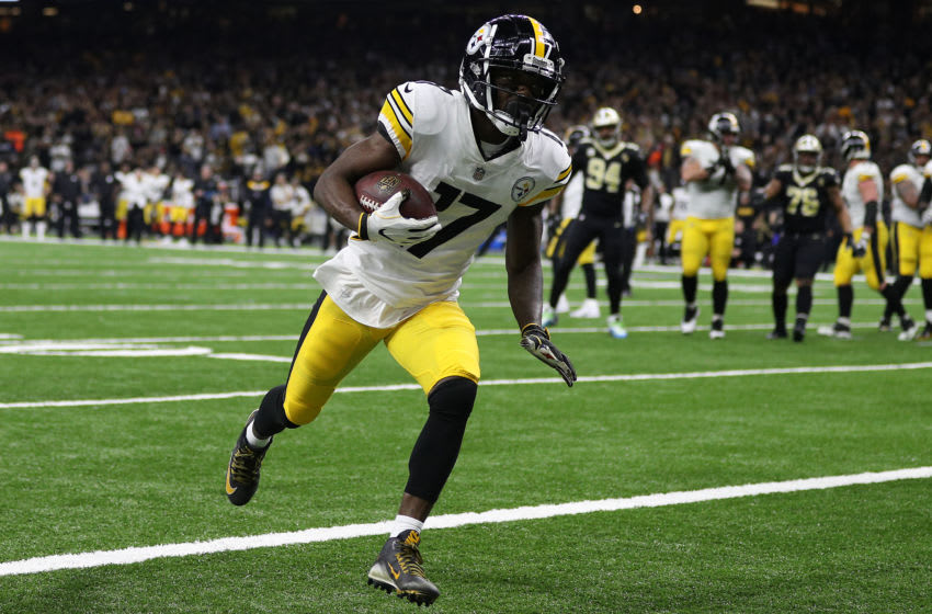 NEW ORLEANS, LOUISIANA - DECEMBER 23: Eli Rogers #17 of the Pittsburgh Steelers scores a two-point conversion during the first half against the New Orleans Saints at the Mercedes-Benz Superdome on December 23, 2018 in New Orleans, Louisiana. (Photo by Chris Graythen/Getty Images)