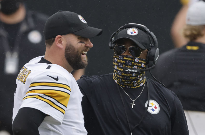 Ben Roethlisberger #7 and Mike Tomlin of the Pittsburgh Steelers (Photo by Michael Reaves/Getty Images)