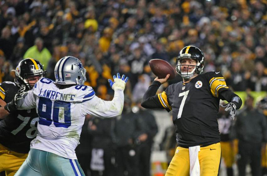 Quarterback Ben Roethlisberger #7 of the Pittsburgh Steelers passes as offensive lineman Alejandro Villanueva #78 blocks defensive lineman DeMarcus Lawrence #90 of the Dallas Cowboys during a game at Heinz Field on November 13, 2016 in Pittsburgh, Pennsylvania. The Cowboys defeated the Steelers 35-30. (Photo by George Gojkovich/Getty Images)