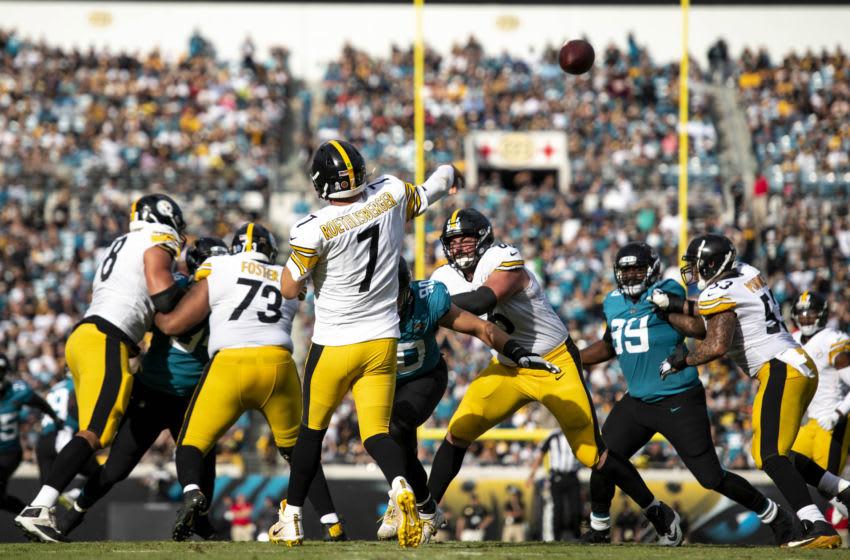 Pittsburgh Steelers quarterback Ben Roethlisberger (7) Mandatory Credit: Douglas DeFelice-USA TODAY Sports