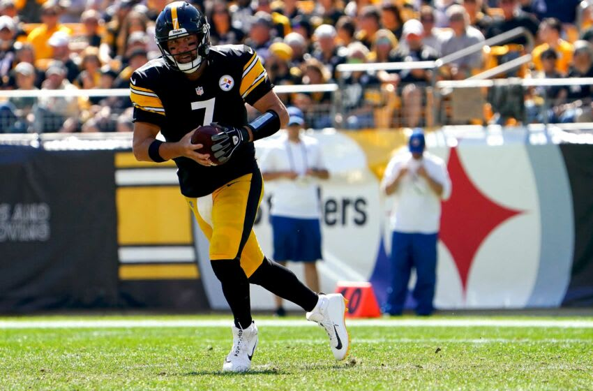 Pittsburgh Steelers quarterback Ben Roethlisberger (7) carries the ball in the second quarter during a Week 3 NFL football game against the Cincinnati Bengals, Sunday, Sept. 26, 2021, at Heinz Field in Pittsburgh. Cincinnati Bengals At Pittsburgh Steelers Sept 26