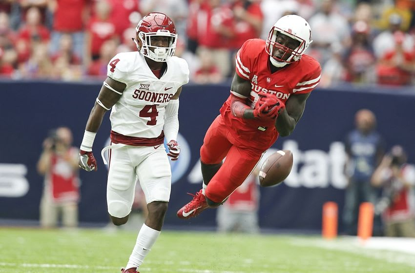 Sep 3, 2016; Houston, TX, USA; Houston Cougars wide receiver Steven Dunbar (88) drops the pass while being covered by Oklahoma Sooners cornerback Parrish Cobb (4) in the second quarter at NRG Stadium. Mandatory Credit: Thomas B. Shea-USA TODAY Sports
