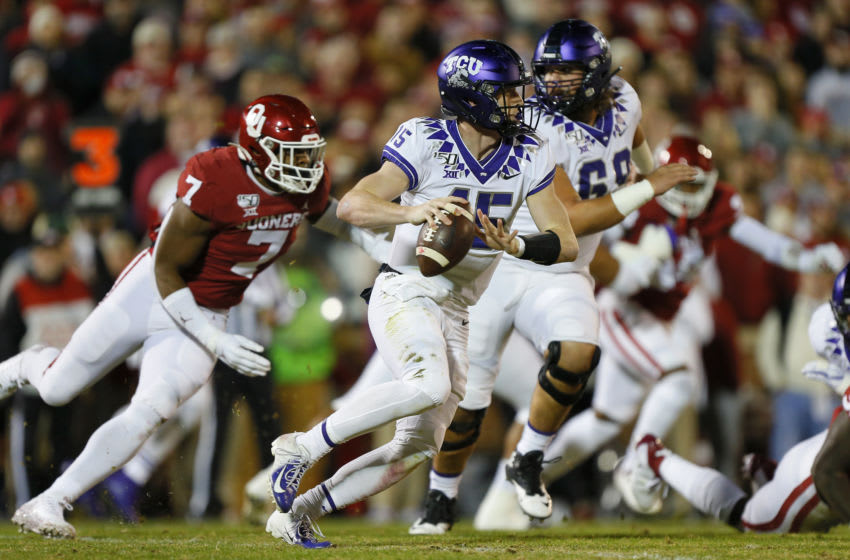 NORMAN, OK - NOVEMBER 23: Quarterback Max Duggan #15 of the TCU Horned Frogs rolls out as he looks for a receiver while being chased by defensive lineman Ronnie Perkins #7 of the Oklahoma Sooners in the first quarter on November 23, 2019 at Gaylord Family Oklahoma Memorial Stadium in Norman, Oklahoma. OU held on to win 28-24. (Photo by Brian Bahr/Getty Images)