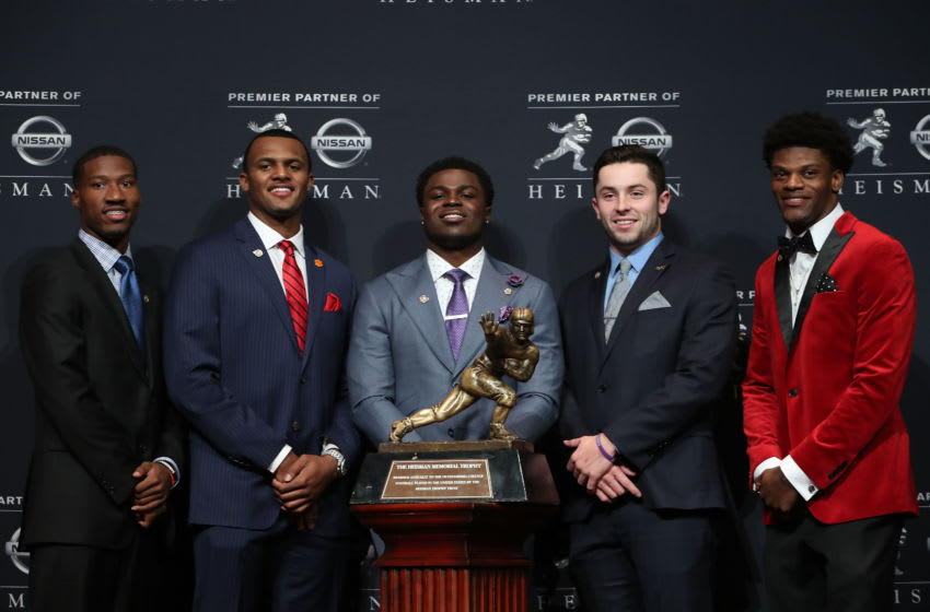 NEW YORK, NY - DECEMBER 10: (L-R) Heisman finalists Dede Westbrook of the Oklahoma Sooners, Deshaun Watson of the Clemson Tigers, Jabrill Peppers of the Michigan Wolverines, Baker Mayfield of the Oklahoma Sooners and Lamar Jackson of the Louisville Cardinals pose for a photo with the Heisman trophy during a press conference prior to the 2016 Heisman Trophy Presentation at the Marriott Marquis on December 10, 2016 in New York City. (Photo by Michael Reaves/Getty Images)