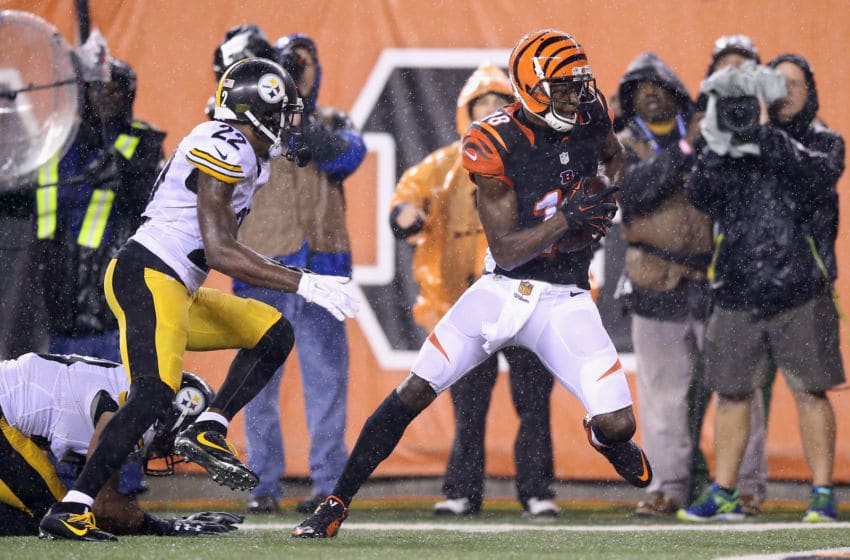 CINCINNATI, OH - JANUARY 09: A.J. Green #18 of the Cincinnati Bengals makes a reception for a touchdown in the fourth quarter against the Pittsburgh Steelers during the AFC Wild Card Playoff game at Paul Brown Stadium on January 9, 2016 in Cincinnati, Ohio. (Photo by Andy Lyons/Getty Images)