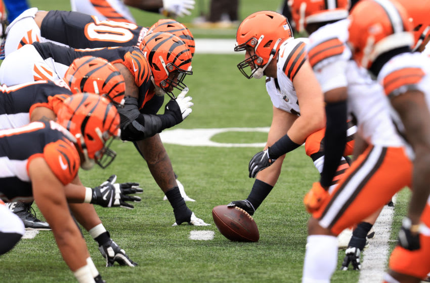 The Cleveland Browns snap the ball in the game against the Cincinnati Bengals (Photo by Justin Casterline/Getty Images)