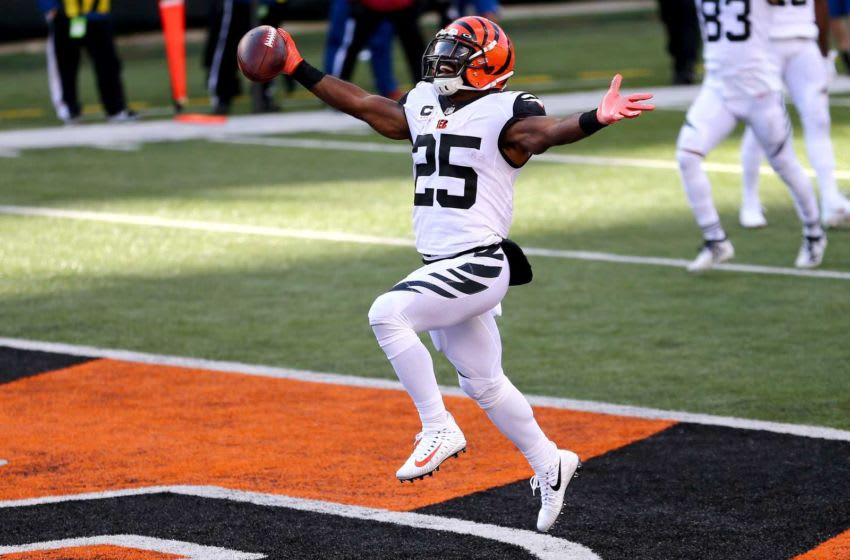 Cincinnati Bengals running back Giovani Bernard (25) scores a touchdown during the second quarter of a Week 8 NFL football game against the Tennessee Titans, Sunday, Nov. 1, 2020, at Paul Brown Stadium in Cincinnati. Tennessee Titans At Cincinnati Bengals Nov 1