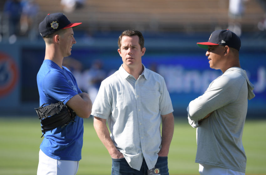 Los Angeles Dodgers assistant general manager Jeff Kingston (center) (Kirby Lee/USA TODAY Sports)