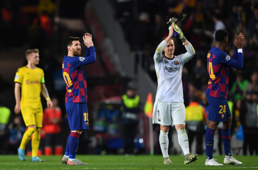 BARCELONA, SPAIN - NOVEMBER 27: Players of FC Barcelona applaud fans after the UEFA Champions League group F match between FC Barcelona and Borussia Dortmund at Camp Nou on November 27, 2019 in Barcelona, Spain. (Photo by Etsuo Hara/Getty Images)