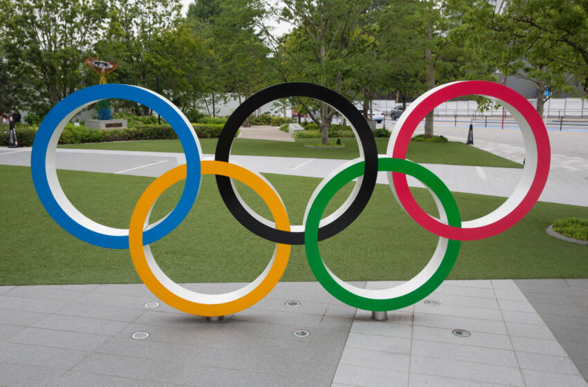 TOKYO, JAPAN - 2020/07/21: Olympic Rings in front of Japan Olympic Museum in Shinjuku. Due to the Covid-19 outbreak, the Olympic Games Tokyo 2020 were postponed for the first time in history. The Opening Ceremony of the Olympic Games Tokyo 2020 will now be held on 23rd July 2021 instead of 24 July 2020. (Photo by Stanislav Kogiku/SOPA Images/LightRocket via Getty Images)