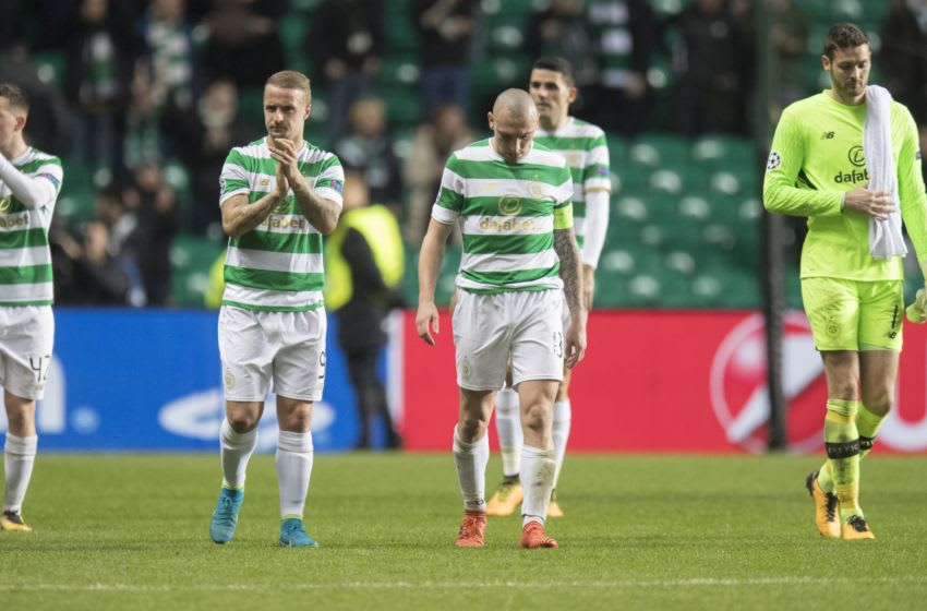 GLASGOW, SCOTLAND - OCTOBER 31: Scott Brown and Leigh Griffiths of Celtic applaud their fans at the end of the match, Celtic lost 1-2 Bayern Muenchen during the Champions League group B match between Celtic FC and Bayern Muenchen at Celtic Park on October 31, 2017 in Glasgow, Scotland. (Photo by Steve Welsh/Getty Images)