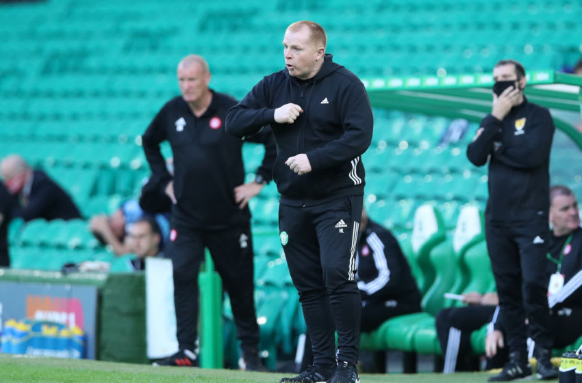 GLASGOW, SCOTLAND - AUGUST 02: Neil Lennon of Celtic gives his team instructions during the Ladbrokes Premiership match between Celtic and Hamilton Academical at Celtic Park Stadium on August 02, 2020 in Glasgow, Scotland. Football Stadiums around Europe remain empty due to the Coronavirus Pandemic as Government social distancing laws prohibit fans inside venues resulting in all fixtures being played behind closed doors. (Photo by Ian MacNicol/Getty Images)