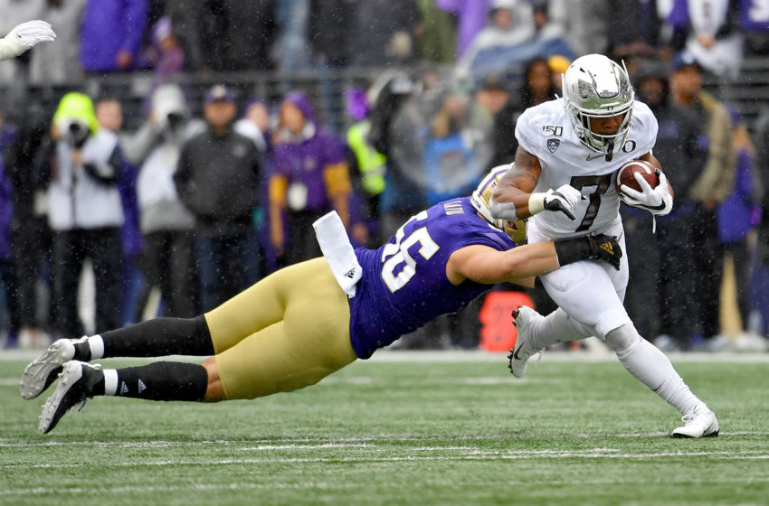 SEATTLE, WASHINGTON - OCTOBER 19: CJ Verdell #7 of the Oregon Ducks catches the ball for a 7 yard gain during the game against the Washington Huskies at Husky Stadium on October 19, 2019 in Seattle, Washington. The Ducks top the Huskies 35-31. (Photo by Alika Jenner/Getty Images)
