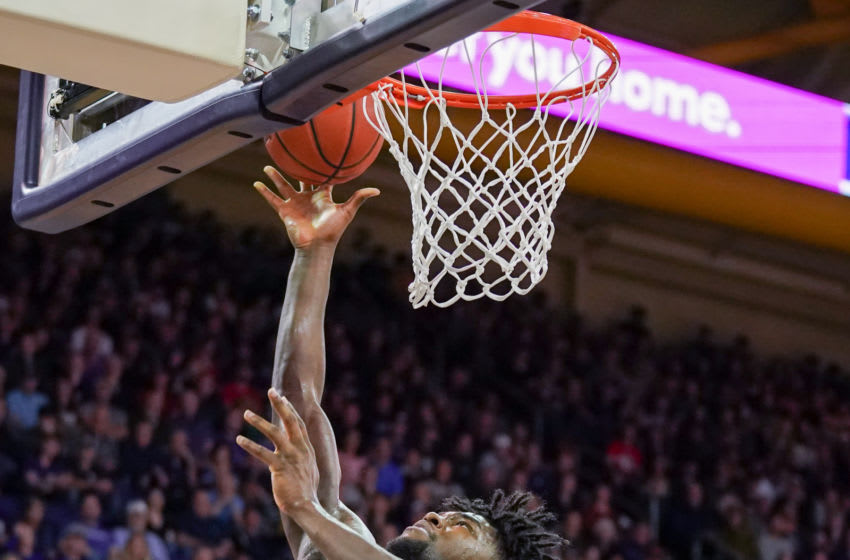 SEATTLE, WA - DECEMBER 08: Isaiah Stewart #33 of the Washington Huskies scores on a layup against the Gonzaga Bulldogs in the 2nd half at Hec Edmundson Pavilion on December 8, 2019 in Seattle, Washington. (Photo by Mike Tedesco/Getty Images)