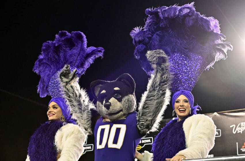 LAS VEGAS, NEVADA - DECEMBER 21: Washington Huskies mascot Harry the Husky poses with Las Vegas showgirls after the Huskies defeated the Boise State Broncos 38-7 in the Mitsubishi Motors Las Vegas Bowl at Sam Boyd Stadium on December 21, 2019 in Las Vegas, Nevada. (Photo by David Becker/Getty Images)