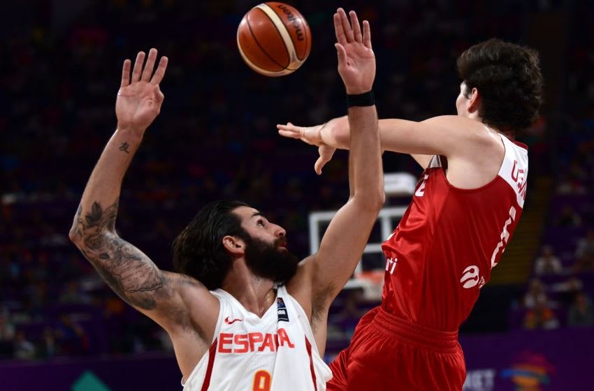 Spain's guard Ricky Rubio (L) vies with Turkey's forward Cedi Osman (R) during the FIBA Eurobasket 2017 men's round 16 basketball match between Spain and Turkey at Sinan Erdem Sport Arena in Istanbul on September 10, 2017. / AFP PHOTO / OZAN KOSE (Photo credit should read OZAN KOSE/AFP/Getty Images)
