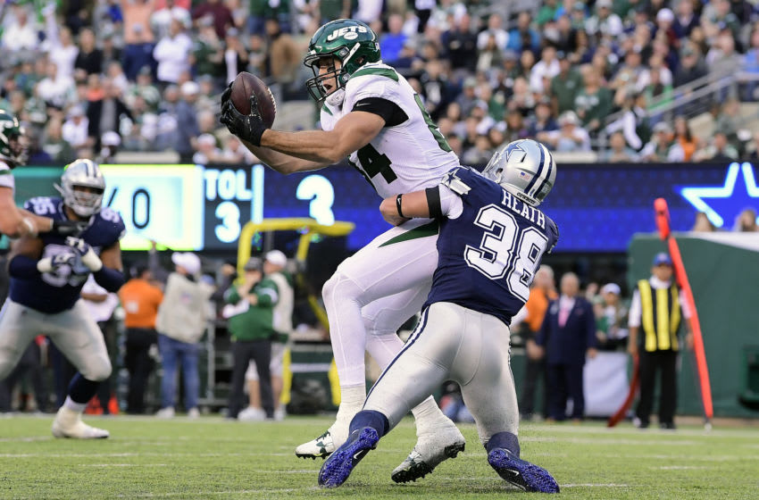EAST RUTHERFORD, NEW JERSEY - OCTOBER 13: Ryan Griffin #84 of the New York Jets catches the ball for a touchdown against Jeff Heath #38 of the Dallas Cowboys during the second quarter at MetLife Stadium on October 13, 2019 in East Rutherford, New Jersey. (Photo by Steven Ryan/Getty Images)