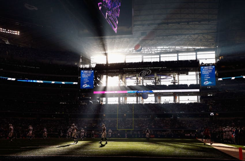 ARLINGTON, TX - NOVEMBER 28: The Oakland Raiders run a play against the Dallas Cowboys during a Thanksgiving Day game at AT&T Stadium on November 28, 2013 in Arlington, Texas. (Photo by Tom Pennington/Getty Images)