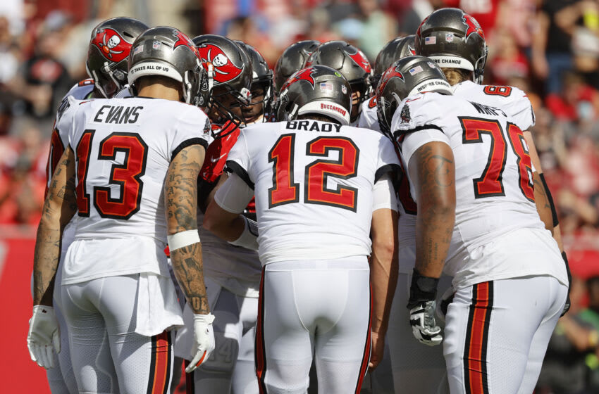 Tom Brady and teammates, Tampa Bay Buccaneers Mandatory Credit: Kim Klement-USA TODAY Sports
