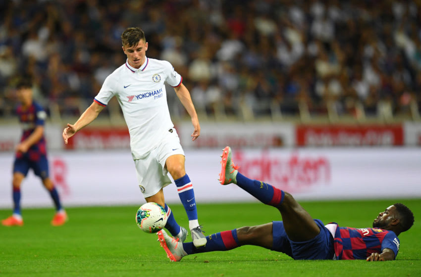 SAITAMA, JAPAN - JULY 23: Mason Mount of Chelsea runs past Samuel Umtiti of Barcelona during the preseason friendly match between Barcelona and Chelsea at the Saitama Stadium on July 23, 2019 in Saitama, Japan. (Photo by Atsushi Tomura/Getty Images)