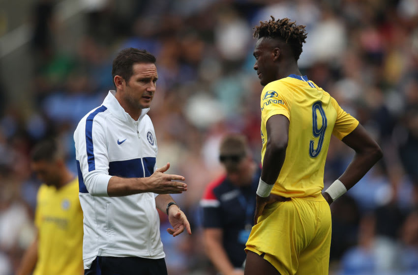 READING, ENGLAND - JULY 28: Head Coach Frank Lampard Jnr talsk to Tammy Abraham of Chelsea during the Pre-Season Friendly match between Reading and Chelsea at Madejski Stadium on July 28, 2019 in Reading, England. (Photo by Christopher Lee/Getty Images)