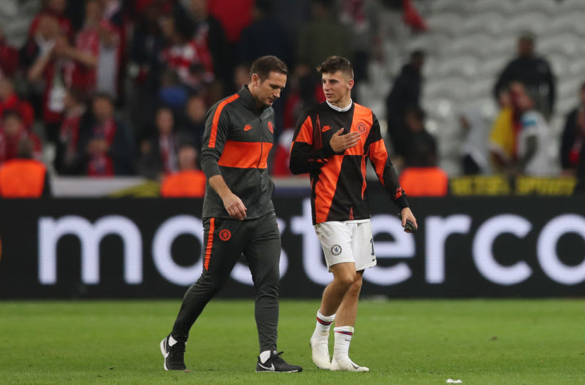 LILLE, FRANCE - OCTOBER 02: Frank Lampard, Manager of Chelsea speaks with Mason Mount of Chelsea during the UEFA Champions League group H match between Lille OSC and Chelsea FC at Stade Pierre Mauroy on October 02, 2019 in Lille, France. (Photo by Naomi Baker/Getty Images)