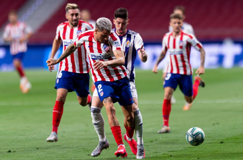 MADRID, SPAIN - JUNE 20: (BILD ZEITUNG OUT) Jose Maria Gimenez of Atletico de Madrid and Waldo Rubio of Real Valladolid CF battle for the ball during the Liga match between Club Atletico de Madrid and Real Valladolid CF at Wanda Metropolitano on June 20, 2020 in Madrid, Spain. (Photo by Alejandro Rios/DeFodi Images via Getty Images)