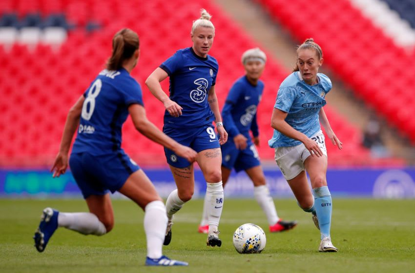 Chelsea's English striker Bethany England (C) vies for the ball against Manchester City's English midfielder Keira Walsh (R) during the English FA Women's Community Shield football match between Chelsea and Manchester City at Wembley Stadium in north London on August 29, 2020. (Photo by ANDREW COULDRIDGE / POOL / AFP) / NOT FOR MARKETING OR ADVERTISING USE / RESTRICTED TO EDITORIAL USE (Photo by ANDREW COULDRIDGE/POOL/AFP via Getty Images)
