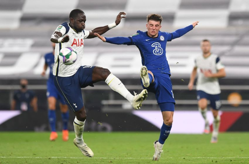 Tottenham Hotspur's French midfielder Moussa Sissoko (L) vies with Chelsea's English midfielder Mason Mount during the English League Cup fourth round football match between Tottenham Hotspur and Chelsea at Tottenham Hotspur Stadium in London, on September 29, 2020. (Photo by NEIL HALL / AFP) / RESTRICTED TO EDITORIAL USE. No use with unauthorized audio, video, data, fixture lists, club/league logos or 'live' services. Online in-match use limited to 120 images. An additional 40 images may be used in extra time. No video emulation. Social media in-match use limited to 120 images. An additional 40 images may be used in extra time. No use in betting publications, games or single club/league/player publications. / (Photo by NEIL HALL/AFP via Getty Images)