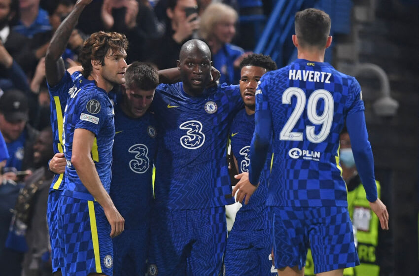 Chelsea's Belgian striker Romelu Lukaku (C) celebrates with teammates after scoring the opening goal of the UEFA Champions League Group H football match between Chelsea and Zenit St Petersburg at Stamford Bridge in London on September 14, 2021. (Photo by DANIEL LEAL-OLIVAS / AFP) (Photo by DANIEL LEAL-OLIVAS/AFP via Getty Images)