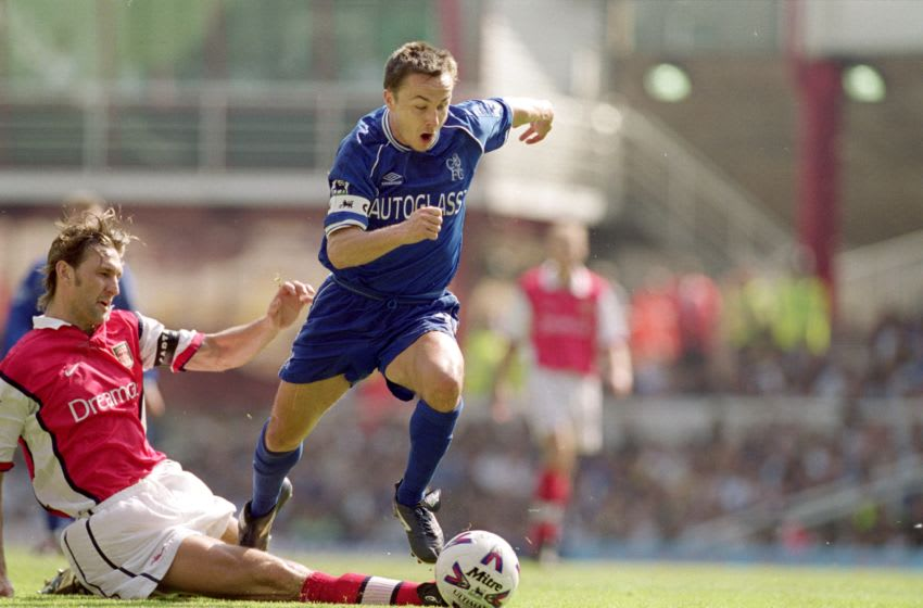 6 May 2000: Dennis Wise of Chelsea escapes the challenge of Tony Adams of Arsenal during the FA Carling Premiership game at Highbury in London, England. Arsenal won 2 - 1.  Mandatory Credit: Ben Radford /Allsport
