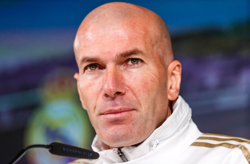 MADRID, SPAIN - JANUARY 21: (BILD ZEITUNG OUT) head coach Zinedine Zidane of Real Madrid looks on during the training session of Real Madrid on January 21, 2019 in Madrid, Spain. (Photo by TF-Images/Getty Images)