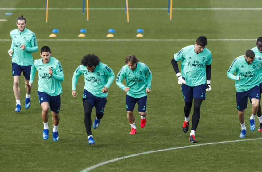 MADRID, SPAIN - FEBRUARY 25: (BILD ZEITUNG OUT) Players of Real Madrid warm up ahead of their UEFA Champions League round of 16 first leg match against Manchester City at Valdebebas training ground on February 25, 2020 in Madrid, Spain. (Photo by DeFodi Images via Getty Images)