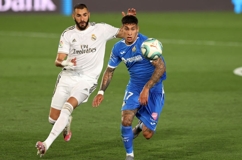 MADRID, SPAIN - JULY 02: Mathias Olivera of Getafe is chased by Karim Benzema of Real Madrid during the Liga match between Real Madrid CF and Getafe CF at Estadio Alfredo Di Stefano on July 02, 2020 in Madrid, Spain. (Photo by Angel Martinez/Getty Images)