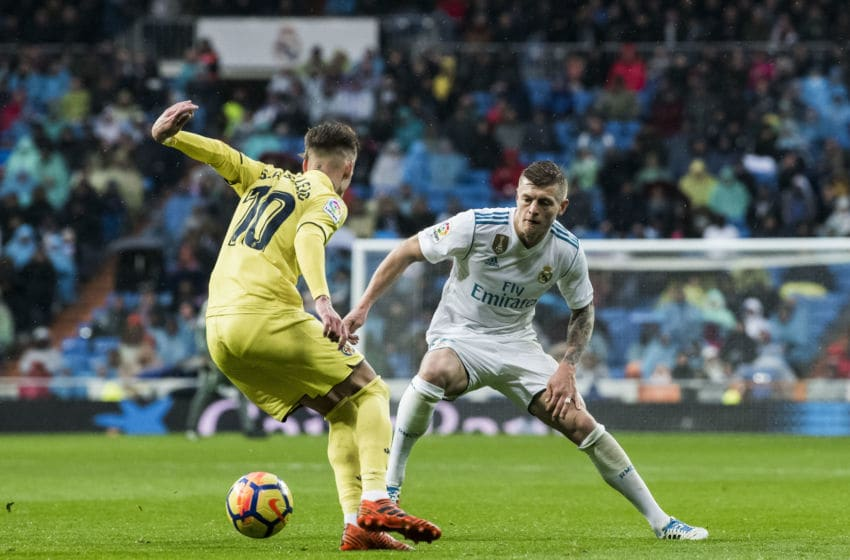 MADRID, SPAIN - JANUARY 13: Toni Kroos (R) of Real Madrid battles for the ball with Samuel Castillejo Azuaga, Samu Castillejo, of Villarreal CF during the La Liga 2017-18 match between Real Madrid and Villarreal CF at Santiago Bernabeu Stadium on January 13 2018 in Madrid, Spain. (Photo by Power Sport Images/Getty Images)