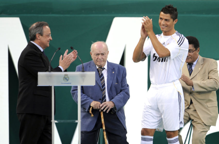 Real Madrid.Cristiano Ronaldo, Florentino Perez (Photo credit should read PIERRE-PHILIPPE MARCOU/AFP via Getty Images)