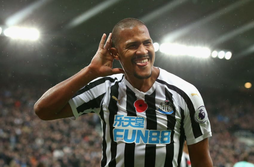 NEWCASTLE UPON TYNE, ENGLAND - NOVEMBER 10: Salomon Rondon of Newcastle United celebrates after scoring his team's second goal during the Premier League match between Newcastle United and AFC Bournemouth at St. James Park on November 10, 2018 in Newcastle upon Tyne, United Kingdom. (Photo by Alex Livesey/Getty Images)