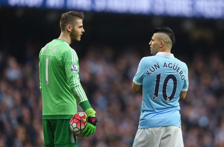 MANCHESTER, ENGLAND - MARCH 20: David De Gea of Manchester United and Sergio Aguero of Manchester City in discussion during the Barclays Premier League match between Manchester City and Manchester United at Etihad Stadium on March 20, 2016 in Manchester, United Kingdom. (Photo by Michael Regan/Getty Images)