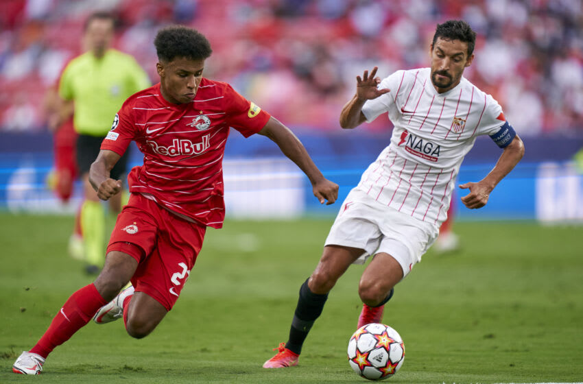 Jesus Navas of Sevilla FC and Karim Adeyemi of RB Salzburg (Photo by Mateo Villalba/Quality Sport Images/Getty Images)