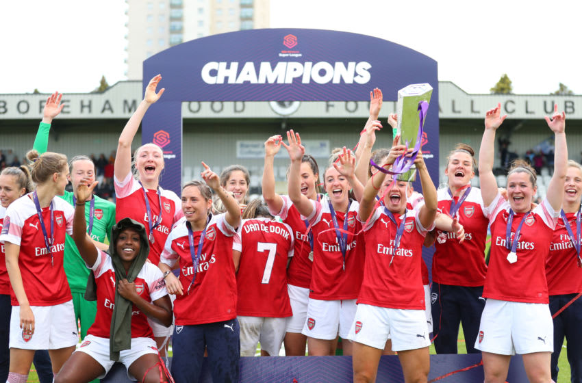 BOREHAMWOOD, ENGLAND - MAY 11: Arsenal celebrate with the trophy after winning the Women's Super League after the WSL match between Arsenal Women and Manchester City at Meadow Park on May 11, 2019 in Borehamwood, England. (Photo by Catherine Ivill/Getty Images)