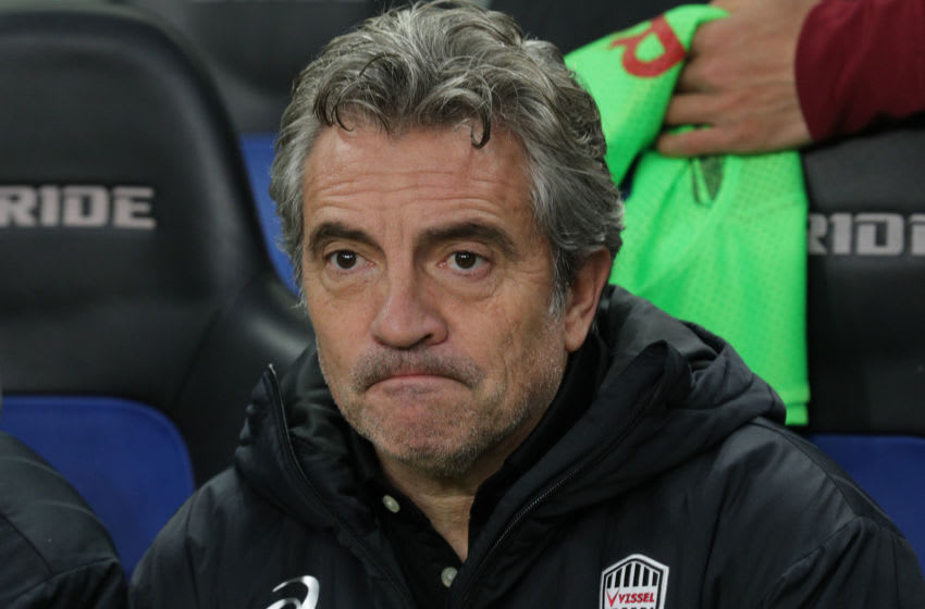 Vissel Kobe head coach Juan Manuel Lillo (Photo by Buddhika Weerasinghe/Getty Images)