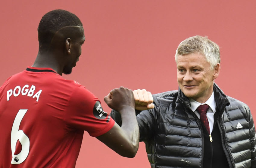 Ole Gunnar Solskjaer (R) and Paul Pogba(L), Manchester United. (Photo by PETER POWELL / POOL / AFP)