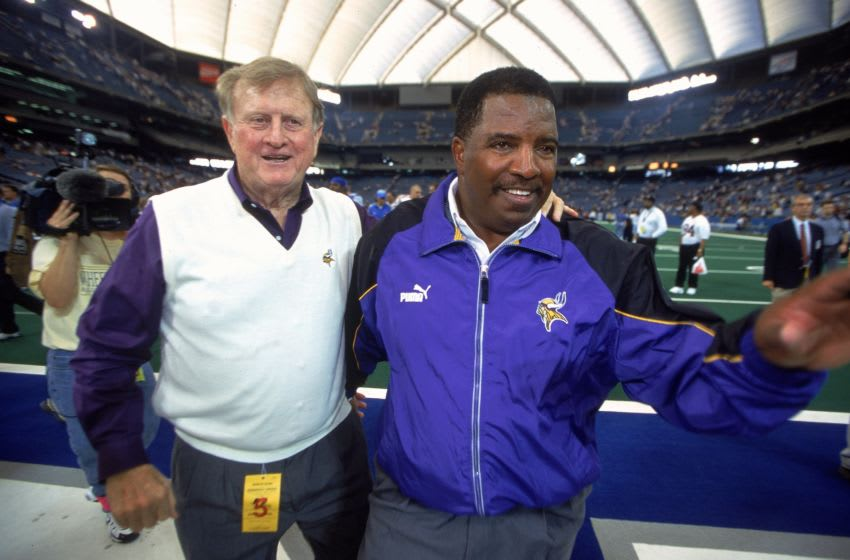 1 Oct 2000: Owner Red McCombs and Head Coach Dennis Green of the Minnesota Vikings walks off the field during a game against the Detroit Lions at the Silverdome in Pontiac, Michigan. The Vikings defeated the Lions 24-31.Mandatory Credit: Tom Pidgeon /Allsport