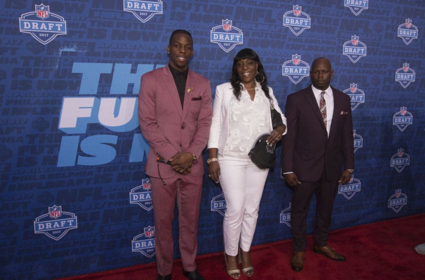 PHILADELPHIA, PA - APRIL 27: John Ross of Washington poses for a picture with his mother Dana Mitchell and father John Ross Jr. on the red carpet prior to the start of the 2017 NFL Draft on April 27, 2017 in Philadelphia, Pennsylvania. (Photo by Mitchell Leff/Getty Images)