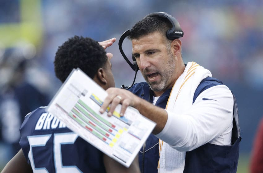 NASHVILLE, TN - OCTOBER 14: Head coach Mike Vrabel of the Tennessee Titans speaks to Jayon Brown #55 during the first quarter at Nissan Stadium on October 14, 2018 in Nashville, Tennessee. (Photo by Joe Robbins/Getty Images)