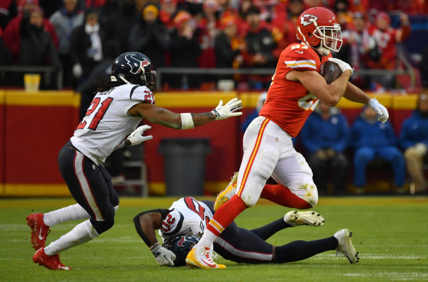 KANSAS CITY, MISSOURI - JANUARY 12: Travis Kelce #87 of the Kansas City Chiefs carries the ball against the defense of Bradley Roby #21 of the Houston Texans during the AFC Divisional playoff game at Arrowhead Stadium on January 12, 2020 in Kansas City, Missouri. (Photo by Peter Aiken/Getty Images)