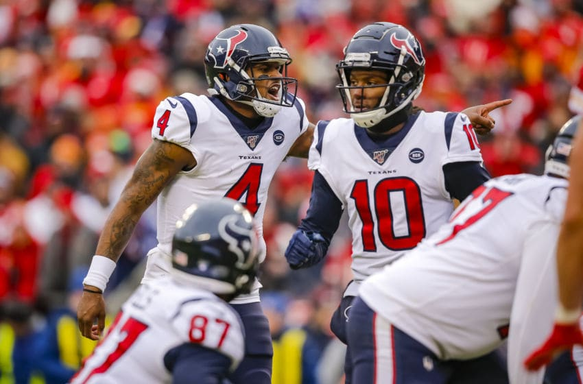 KANSAS CITY, MO - JANUARY 12: Deshaun Watson #4 of the Houston Texans calls formations prior to the snap during the first quarter of the AFC Divisional playoff game against the Kansas City Chiefs at Arrowhead Stadium on January 12, 2020 in Kansas City, Missouri. (Photo by David Eulitt/Getty Images)