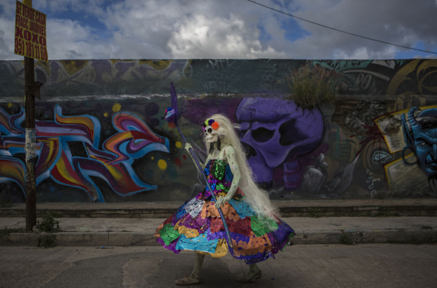 OAXACA, MEXICO - NOVEMBER 02: A person characterized by a Pre-Hispanic Death walks addresses a troupe in the streets of Oaxaca as part of the 'Day of the Dead' celebrations on November 2, 2019 in Oaxaca, Mexico. Every year, people in Mexico remember those who died visiting cemeteries and decorating graves, they also make offerings with traditional decorations, flowers, food and sweets that loved ones liked. (Photo by Cristopher Rogel Blanquet / Getty Images)